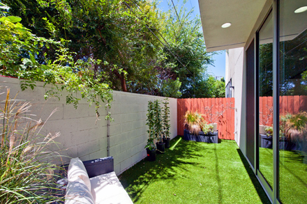 4256 Perlita - backyard
