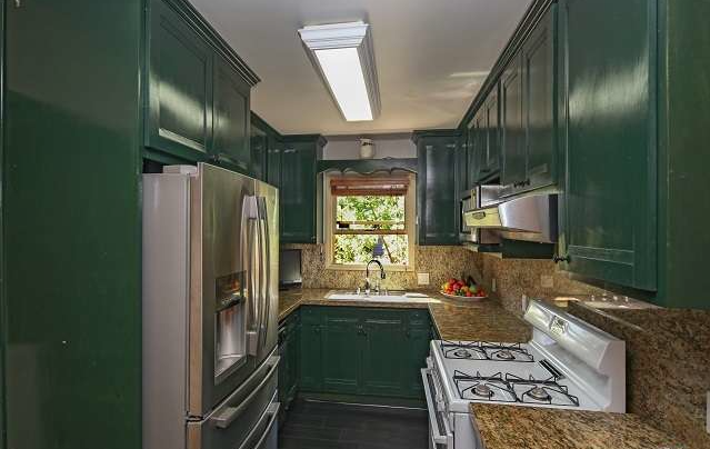 946 E Edgeware Kitchen