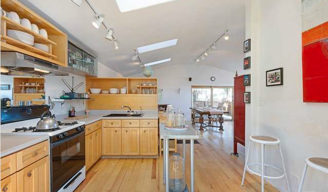 1447 Mcduff Kitchen